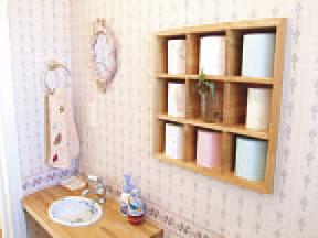 (●^o^●) 気さくな大工さんたちで相談が楽。「トイレにこんな飾り棚がほしいんです」と走り書きの絵だけで、木製のステキなニッチが♪(雨竜町B邸)