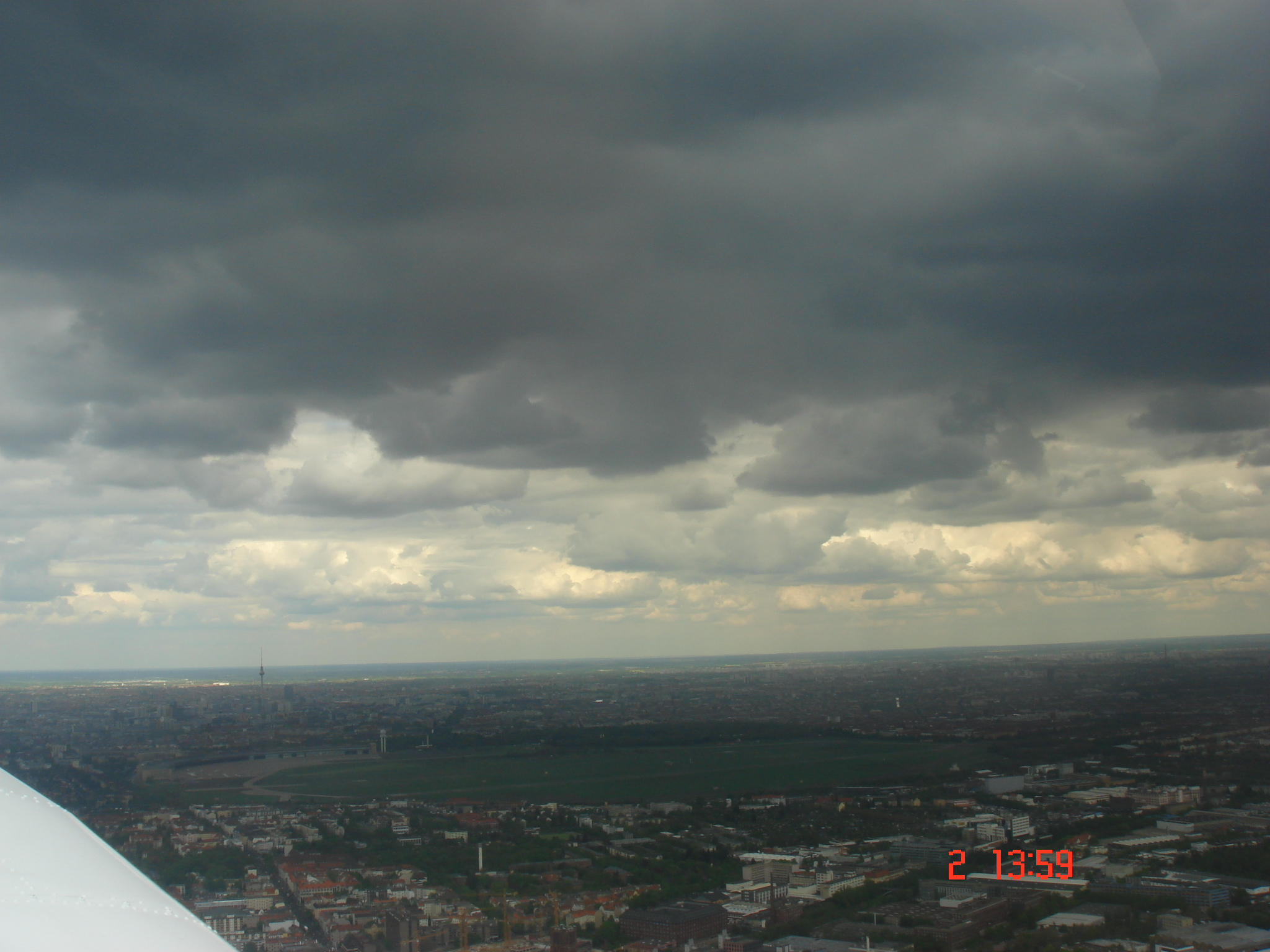 Le ciel est menaçant à l'arrivée à Tempelhof (EDDI)