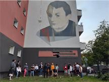 Roma Harzer Strasse legen Blumen bei Arnold Fortuin nieder Quarantänne