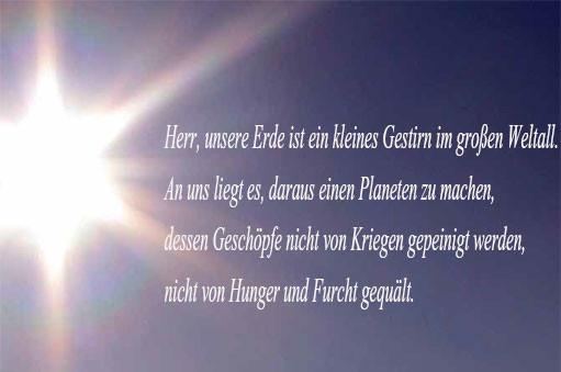 Auszug aus dem interreligiösen Gebet der Vereinten Nationen. Er ist in deutscher, rumänischer und arabischer Sprache auf  einer der Hauswände des Arnold-Fortuin-Hauses zu lesen.