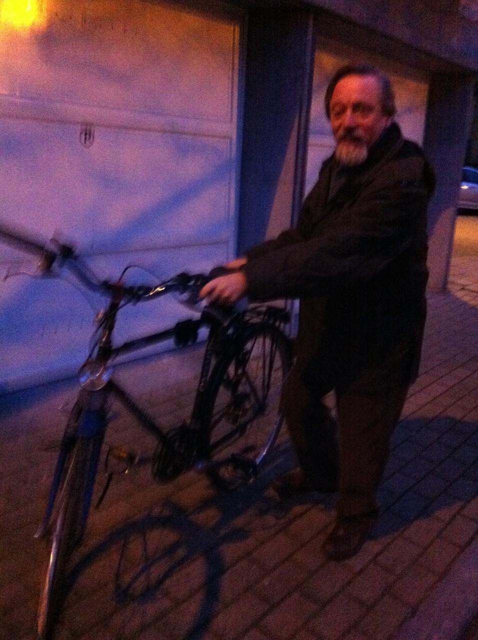 Schroyen博士の自転車姿