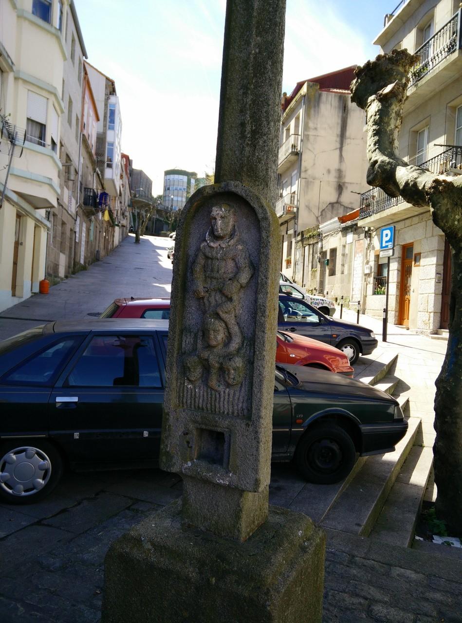 Vigo, rua Dos Pobladores, detalle fuste.