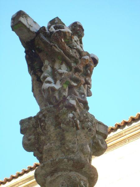 Mosteiro Poio, Cruceiro patio trasero, detalle