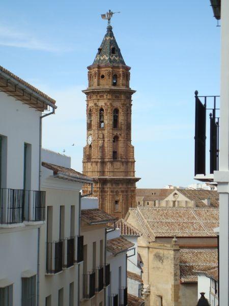 Vista de la Torre de la Real Colegiata de San Sebastián
