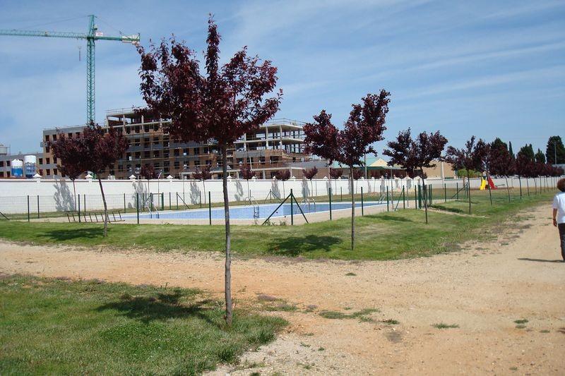 Zona de piscina e infantil