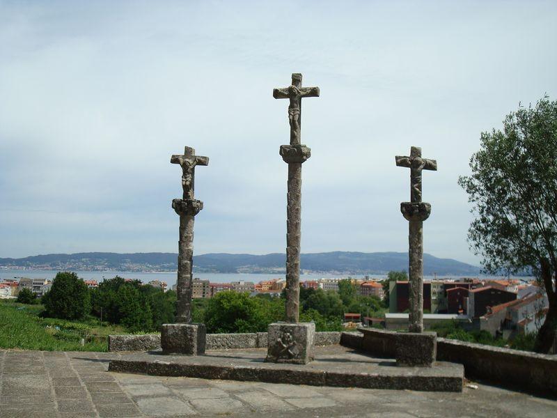 Triple Cruceiro en Iglesia parroquial de Bueu