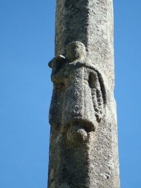 Mosteiro Poio, Cruceiro claustro, detalle