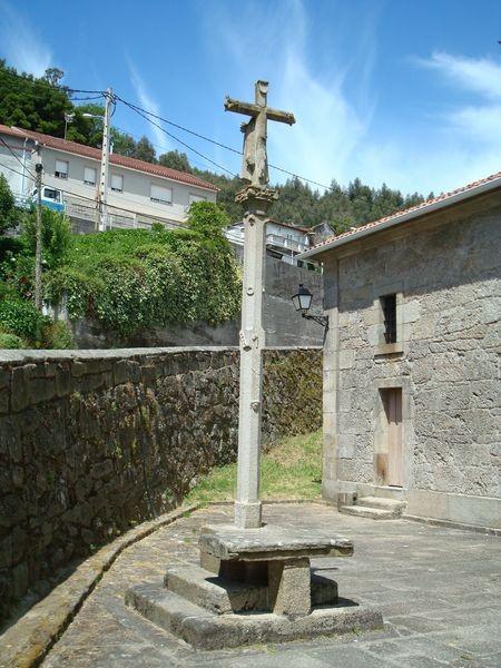 Cruceiro en Iglesia parroquial de Bueu