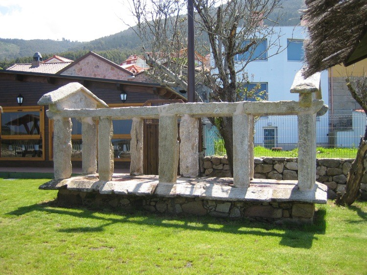 Santa María de Oia  detalle estructura