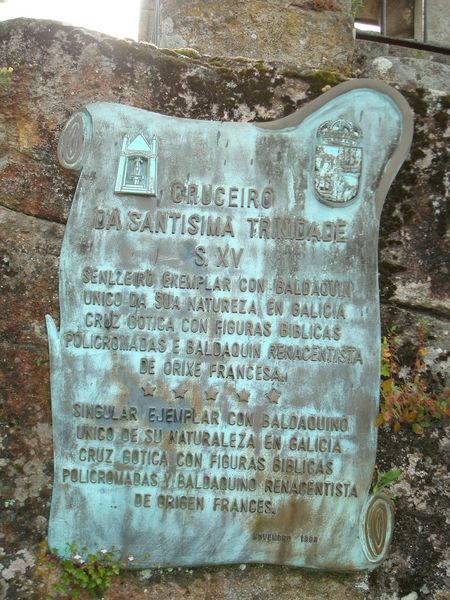 Cruceiro Santísima Trinidad, con baldaquino en Baiona, placa