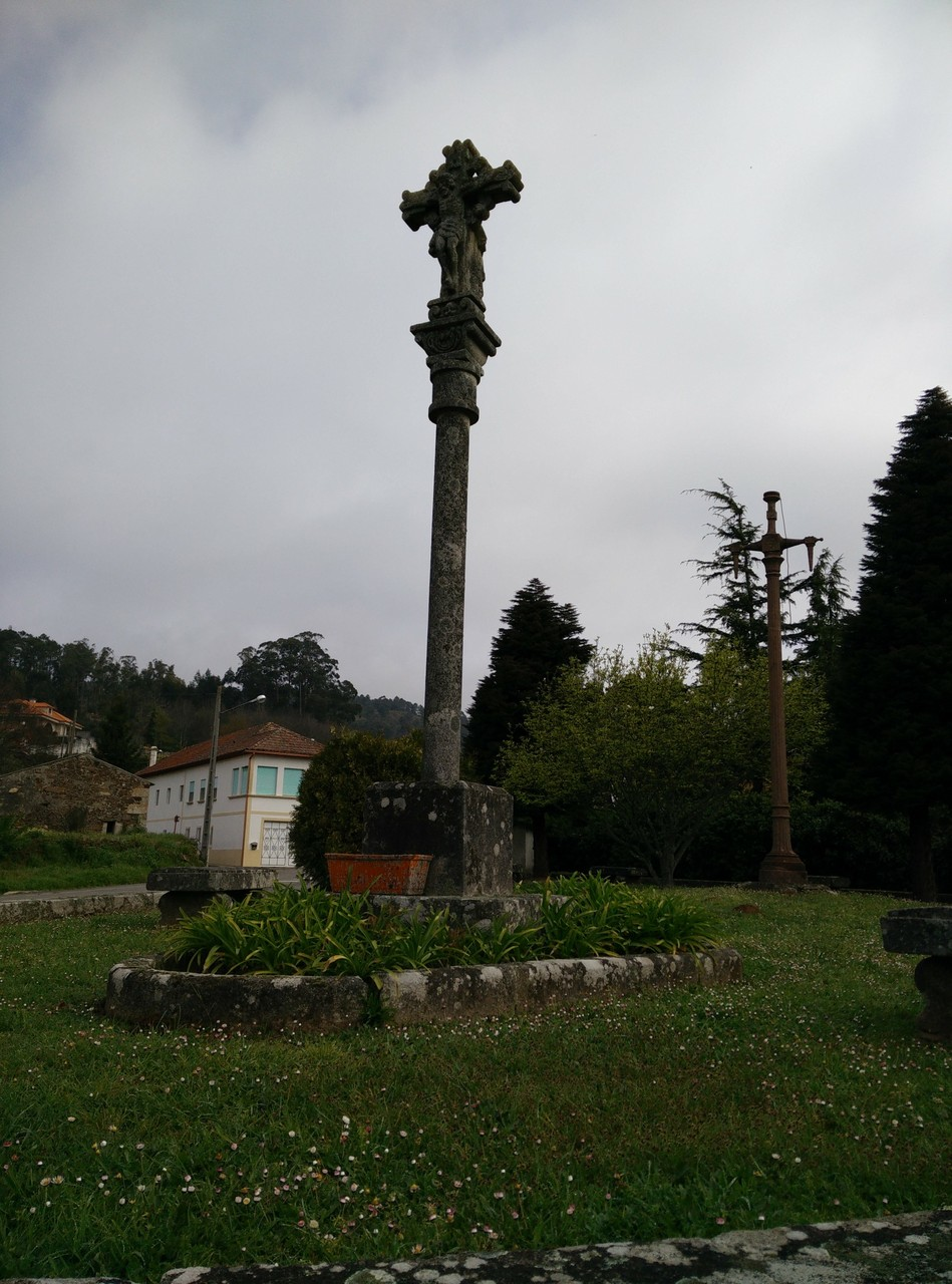 Cruceiro en Tabagón (ctra. gral.), Pontevedra.