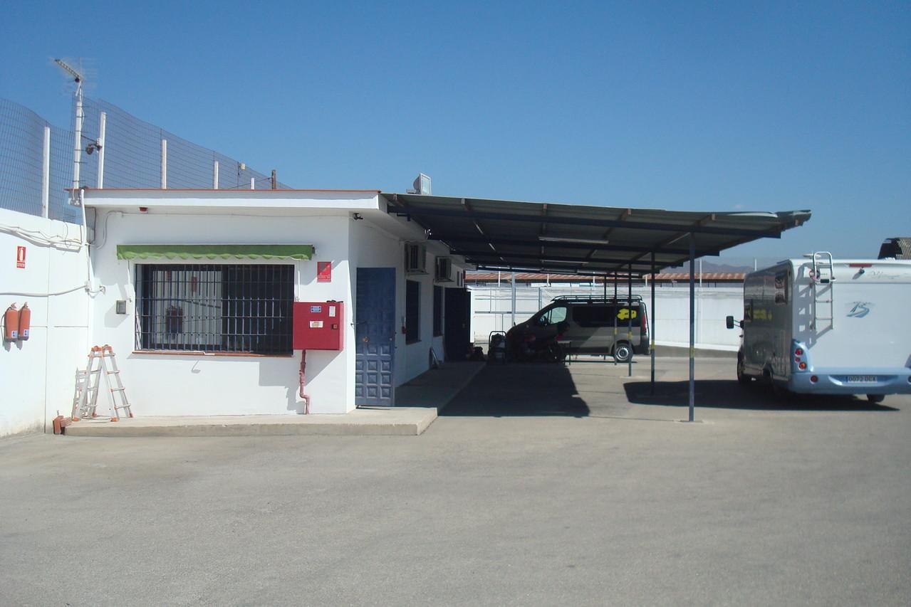 Oficina y tienda