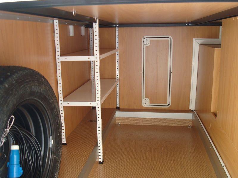 Garage bajo cama con estanterias