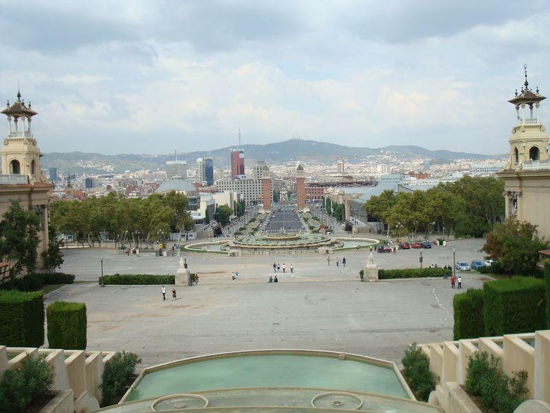 Font de Montjuic, al fondo Plaça de Espanya