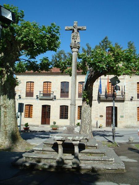 Mosteiro Poio, Cruceiro principal alameda