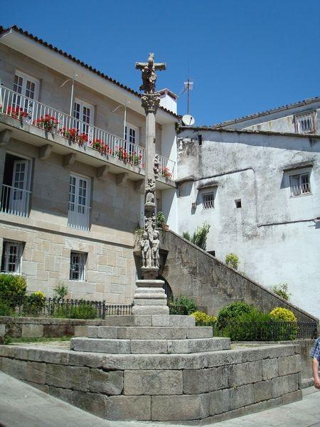 Cruceiro en Pontevedra, Plaza das cinco Ruas