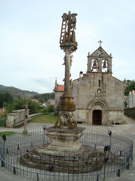 Cruceiro de Hio e Iglesia de S. Andres