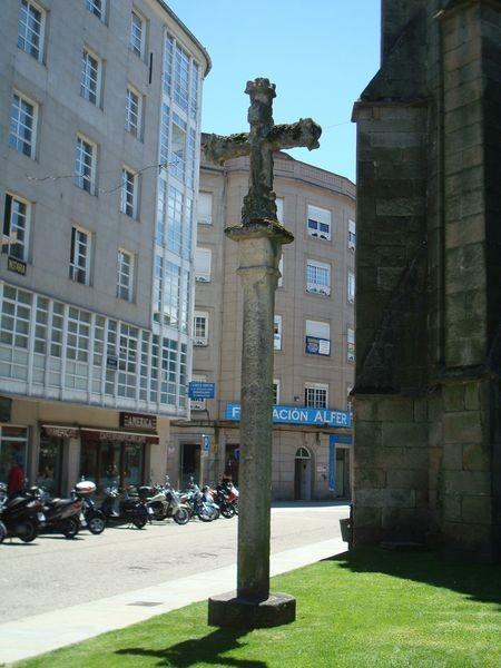 Cruceiro en Pontevedra, en ruinas S. Domingo