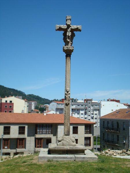 Cruceiro en Pontevedra, lateral Sta. María La Mayor