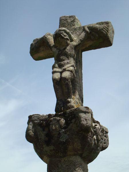 Detalle Cruceiro izq., en Iglesia parroquial de Bueu