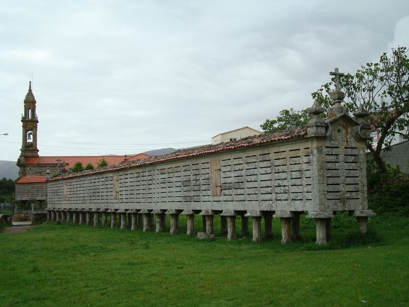 Horreo gigante en Carnota