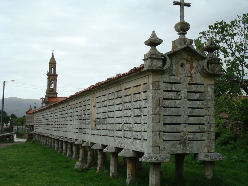 Horreo e Iglesia de  Carnota