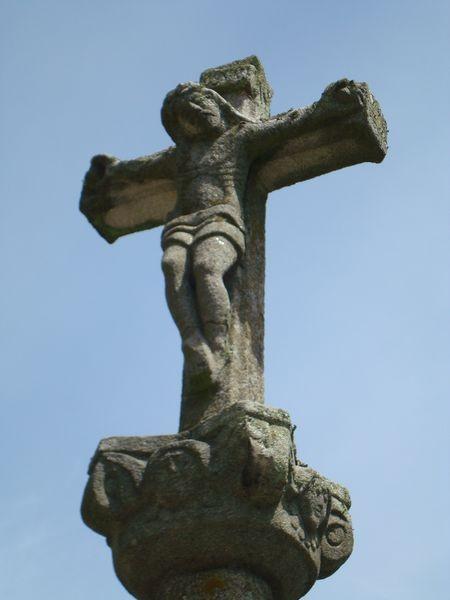 Detalle Cruceiro central, en Iglesia parroquial de Bueu