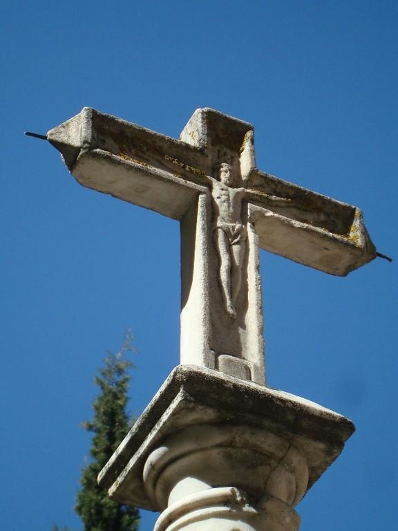 Granada, cruceiro atrio Iglesia S.Pedro y S. Pablo, frontal