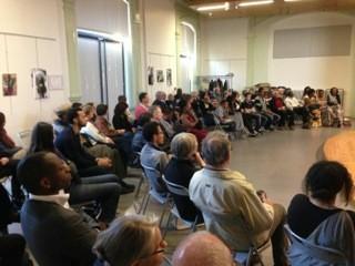 Une assemblée recueillie et attentive