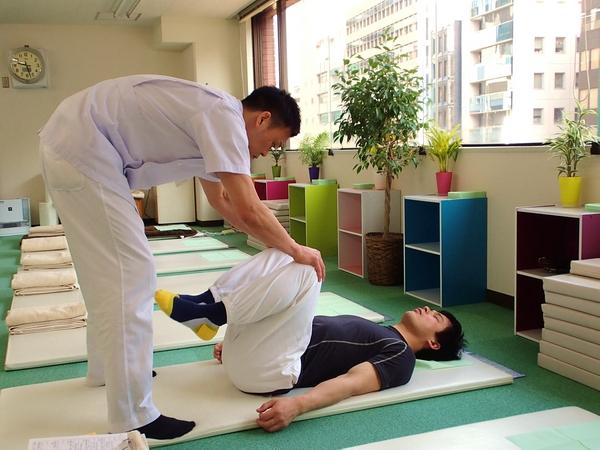 渋谷でよく効くと人気の整体院の骨盤ゆらゆら整体:川井筋系帯療法東京治療センター