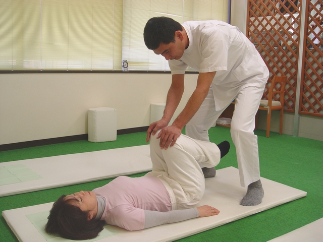 千葉船橋でよく効くと人気の整体院の腰痛治療:川井筋系帯療法式・ 船橋センターRasisatherapy