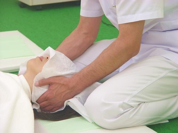 千葉船橋のよく効くと人気の整体院で頭痛首こりもスッキリ:川井筋系帯療法式・ 船橋センターRasisatherapy