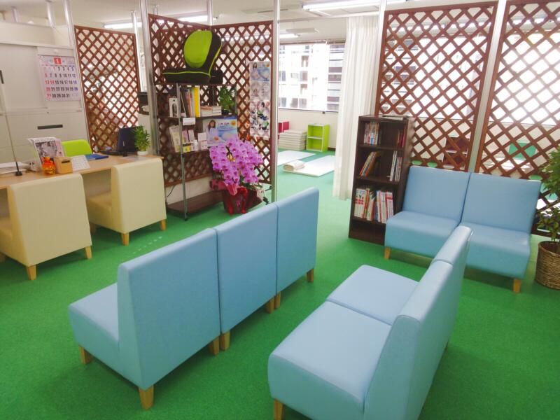 渋谷駅近くでよく効くと人気の整体院の待合室:川井筋系帯療法東京治療センター