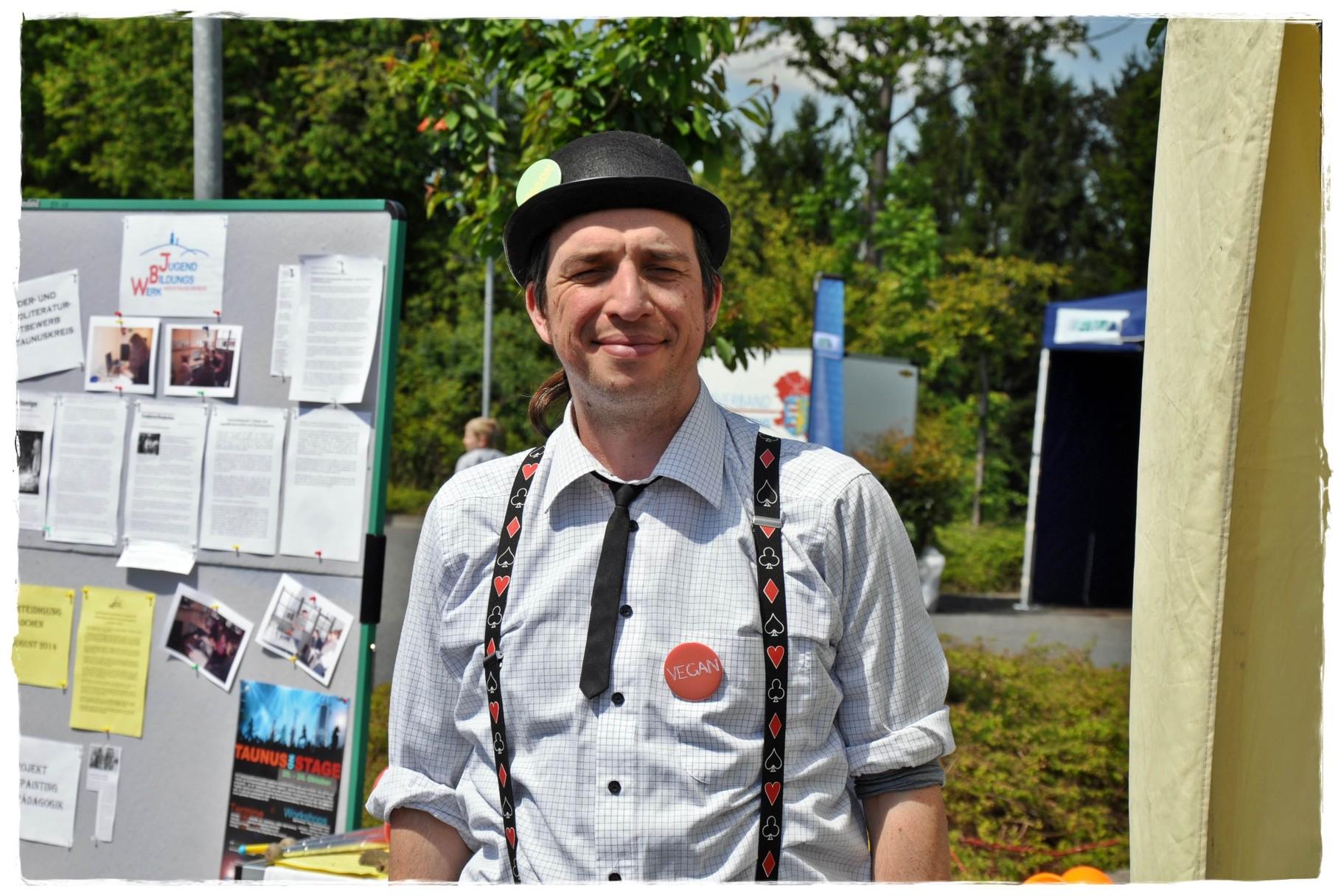 Clown, Zirkusartist und Zauberer OLAV