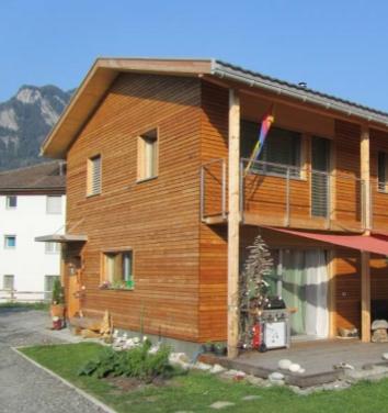 Ferienhaus bauen mit Gewerbe Arosa und Uffer Holzbau
