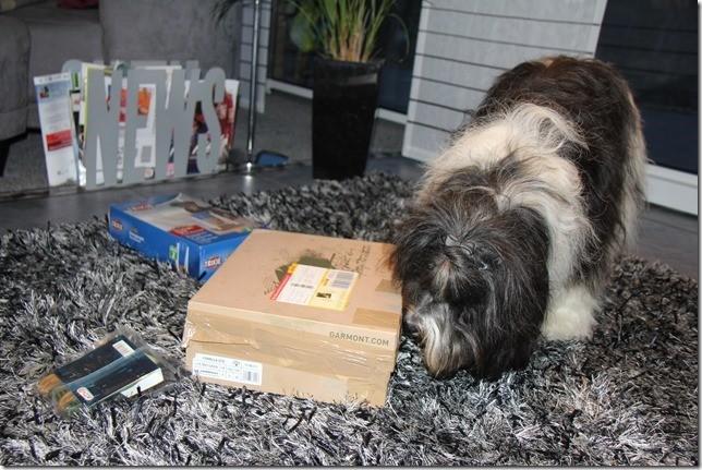 Mmmh, ein Paket von Ede-Moritz!  Was da wohl drin ist!!