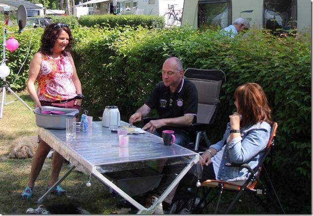 Britta, Frank, Linda