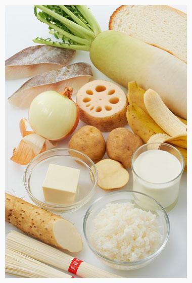 白の食材(ご飯、パン、うどん、そうめん、白身魚、豆腐、大根、ジャガイモ、牛乳、バナナ、ゴボウ、 シラタキ、タマネギ、ニンニク、りんごなど。)
