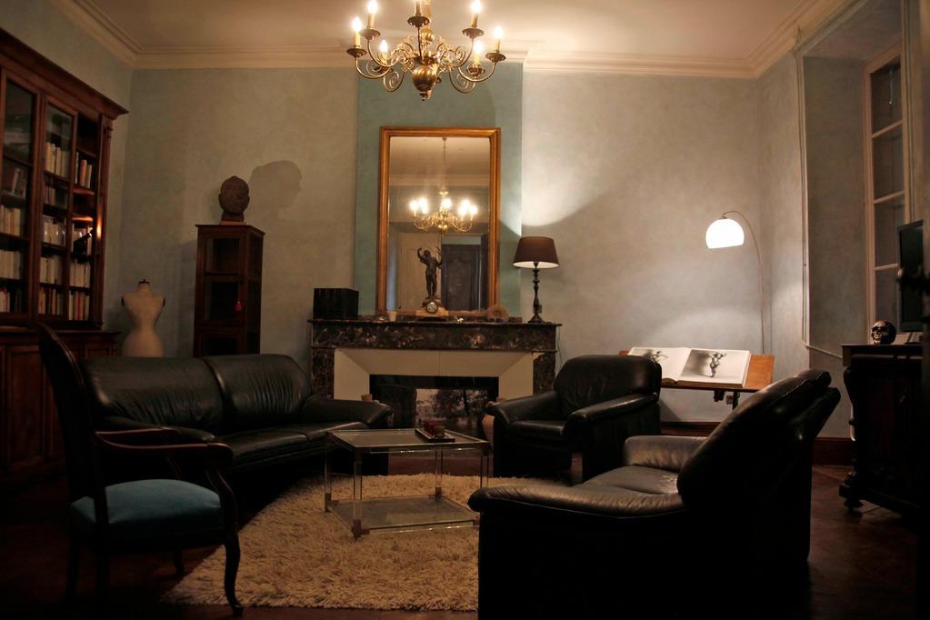 salon bibliothèque de la villa....instants quiétude