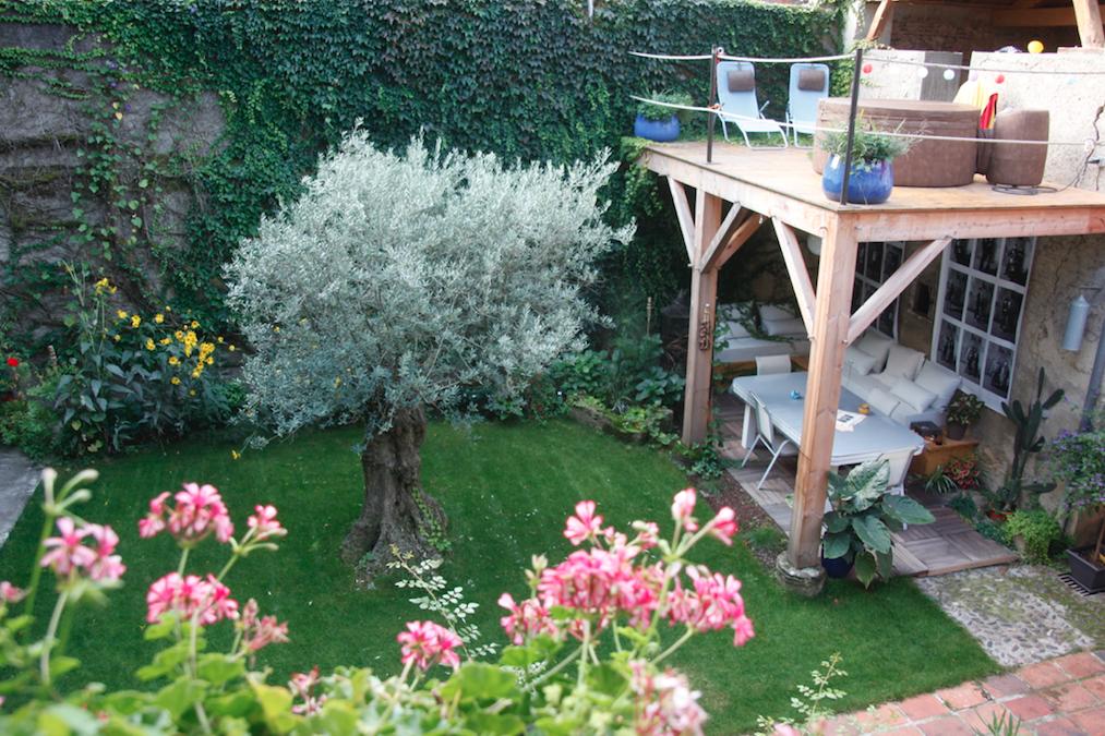 jardin vis a vis maison vendre piscine jardin vue mer pas de vis a vis sanary sur mer with. Black Bedroom Furniture Sets. Home Design Ideas