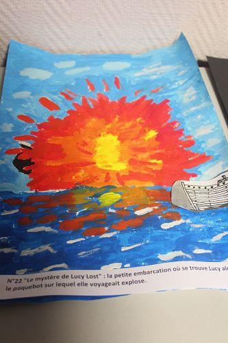 """°22 """"Le mystère de Lucy Lost"""" : la petite embarcation où se trouve Lucy alors que le paquebot sur lequel elle voyageait explose."""