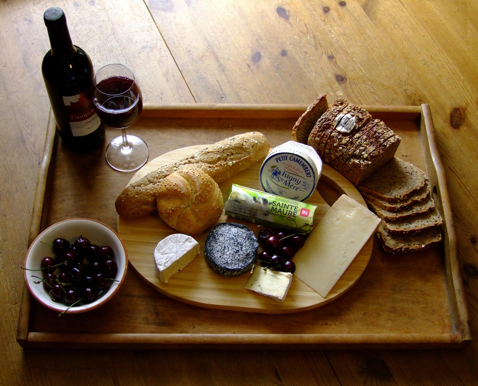 Beispiel: Käse, Wein, Brot und Obst