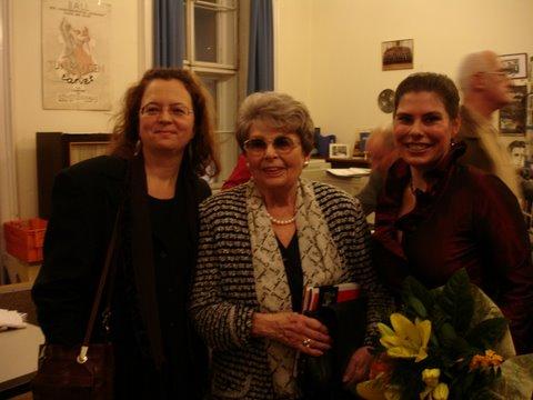 Präsentation des Schwarzkopf-Buches in der Gesellschaft für Musik Wien (2007) mit der Fotografin Lillian Fayer (Mitte) und der Sängerin Ute Ziemer