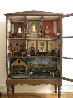 Casa de muñecas antigua