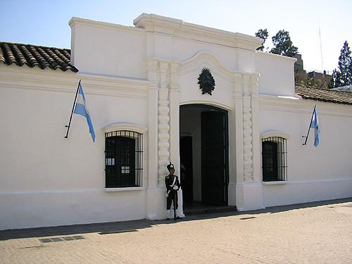 Cliquea la casita para ir al sitio por información sobre la independencia.