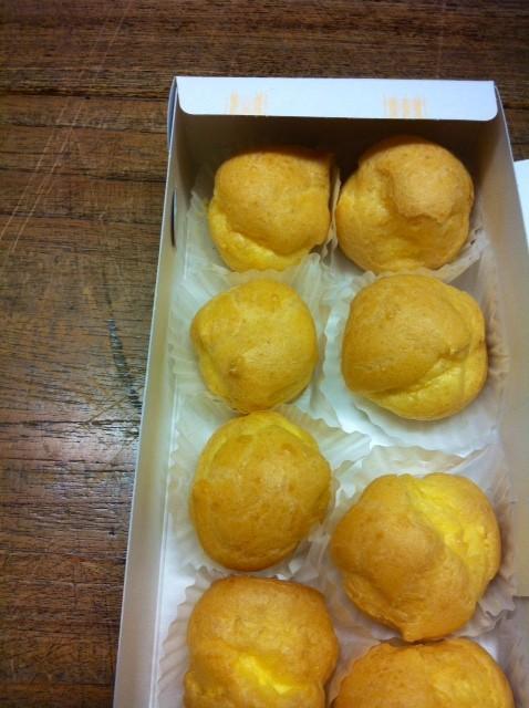 コミのシュークリームをいただいた、、自分の好きな昭和タイプのシュークリームで超まいう~♪ 久文さんいつもありがとうございます。