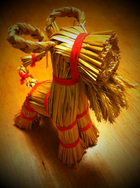 スウェーデンの民芸、ユールボックです、、豊穣のシンボルとされています。 デンマーク民芸ダーナラホースは有名だけどこちらはお初の人も多いんじゃないかな? いいでしょ~♪