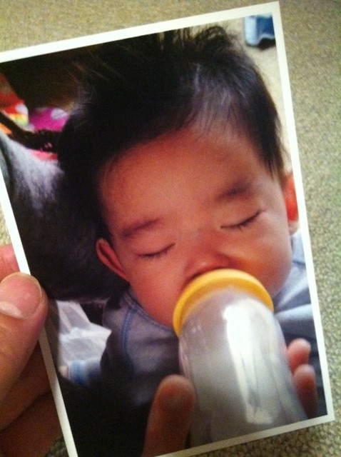 最近は1/2成人式ってのがあるみたいで、、で学校に赤ちゃんの時の写真を提出しないといけないので、アルバムをあさってみた、。 懐かしい!こんな時代もあったんだな~、、、