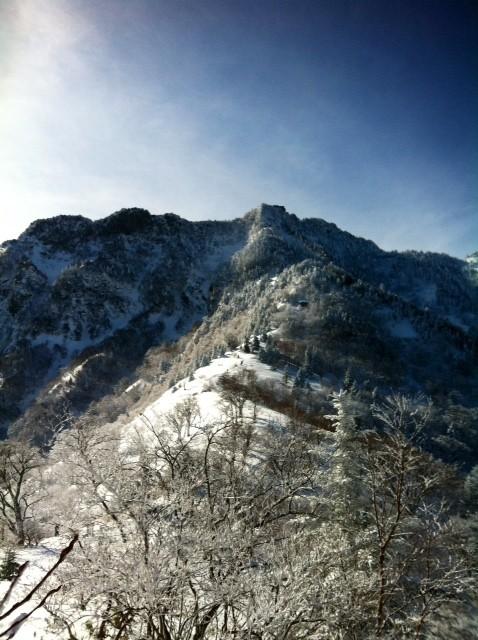 夜明峠からの石鎚山頂。 ここからが本番的な、、、