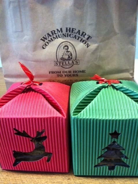 クリスマス仕様のクッキーをいただいた! 今年も残り一ヶ月を切り寒さが増してきましよね~、、皆さんと違って僕は嬉しいんすけどねw、、、 話がそれましたが、山崎さんありがとうございました。 おやつにしま~す♪